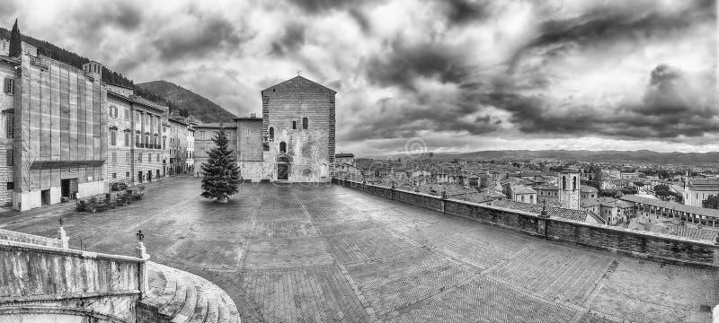 Vista de Piazza Grande, quadrado principal em Gubbio, Itália imagens de stock royalty free