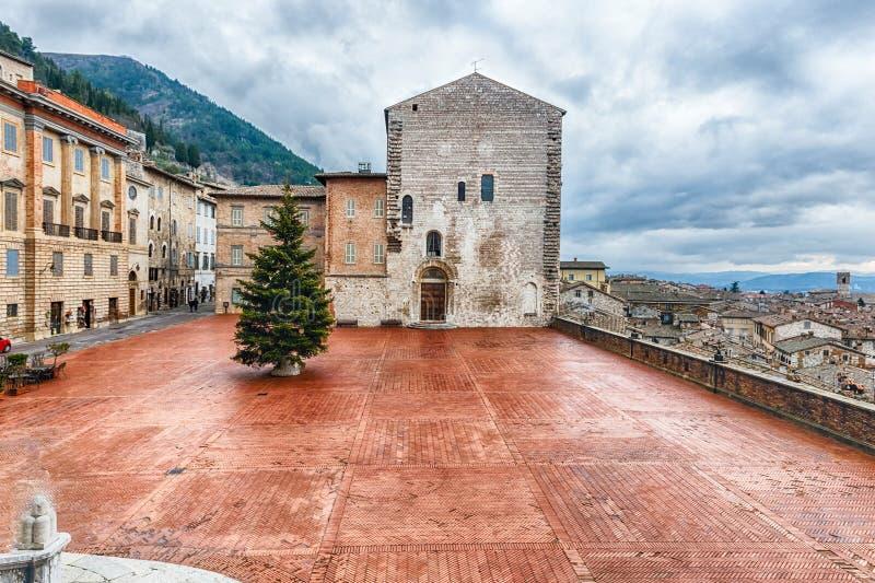 Vista de Piazza Grande, quadrado principal em Gubbio, Itália foto de stock