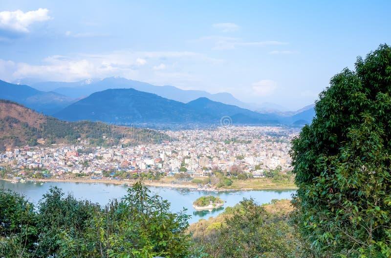 Vista de Pokhara y del lago Phewa, Nepal fotografía de archivo