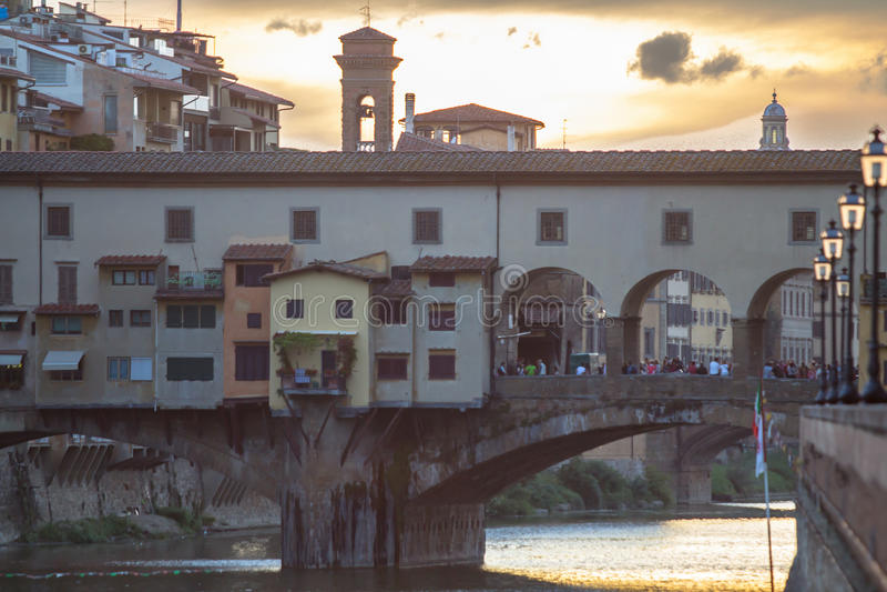 Vista de Ponte Vecchio en la puesta del sol, Florencia, Italia fotos de archivo libres de regalías
