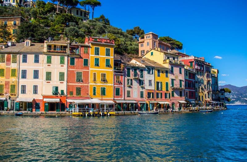 Vista de Portofino, uma aldeia piscatória italiana, província de Genoa, Itália imagens de stock