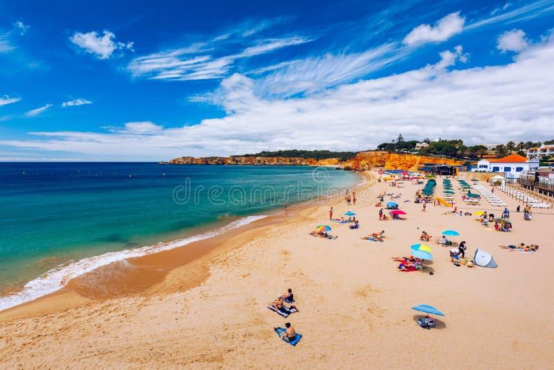 Vista de Praia do Vau en el Algarve Portugal. Vista de la playa de Vau (Praia do Vau) en Portimao, Algarve, Portugal;Concepto de v fotos de archivo libres de regalías