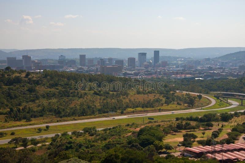 Vista de Pretoria céntrica con un monumento a los pioneros imagenes de archivo