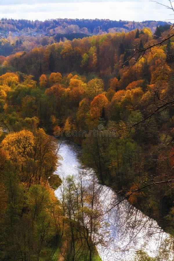 Vista de Puckoriai geological, exposição de Puckoriai, rio de Vilnia, exposição a mais alta lituana 65 m de altura Vilnius, Lithu imagens de stock