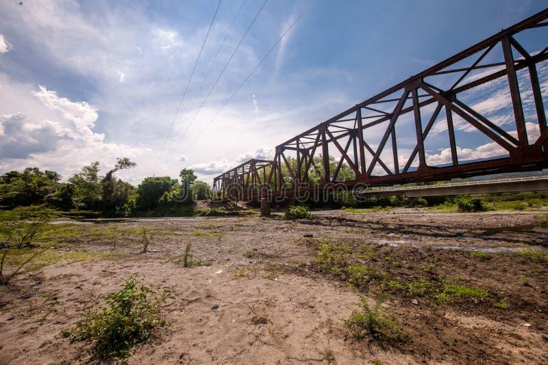 Vista de puente desde abajo en área rural de Guatemala στοκ φωτογραφία