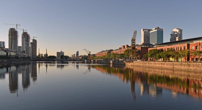Vista de Puerto Madero, la Argentina imágenes de archivo libres de regalías