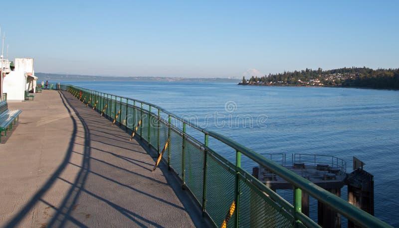 Vista de Puget Sound de Edmonds Kingston Ferry em Seattle Washington EUA foto de stock