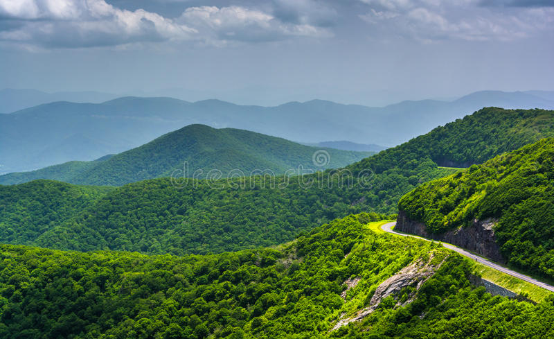 Vista de Ridge Parkway azul e das montanhas apalaches para fotografia de stock