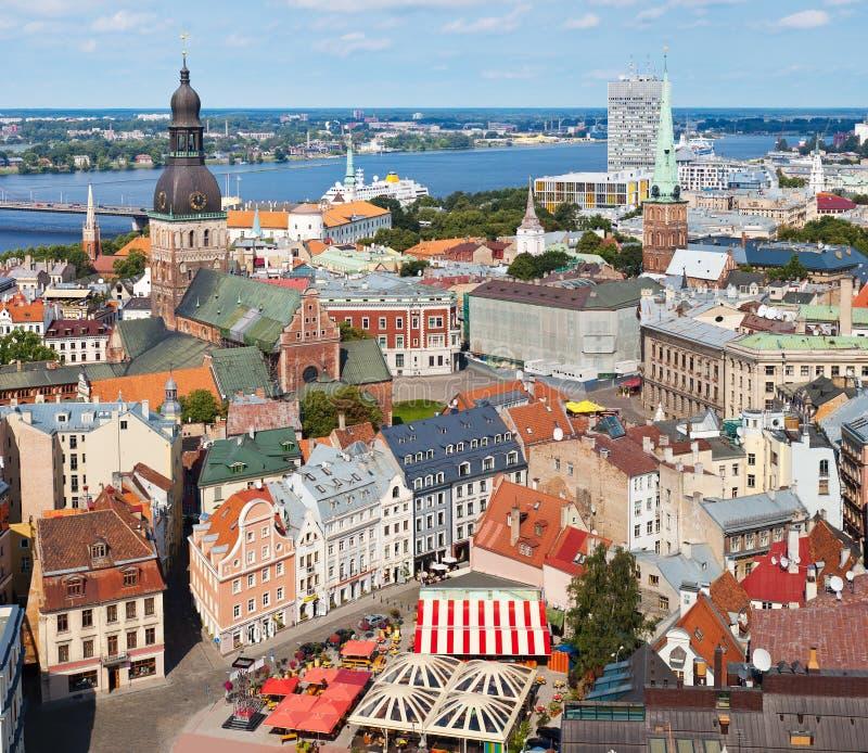 Vista de Riga velho, Latvia imagens de stock