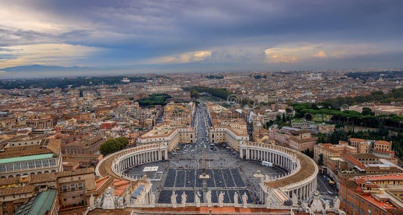 Vista de Roma de la bóveda del santo Peter Basilica fotos de archivo libres de regalías