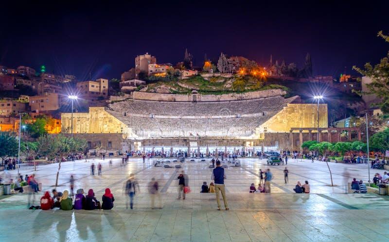 Vista de Roman Theater e da cidade de Amman, Jord?nia fotos de stock