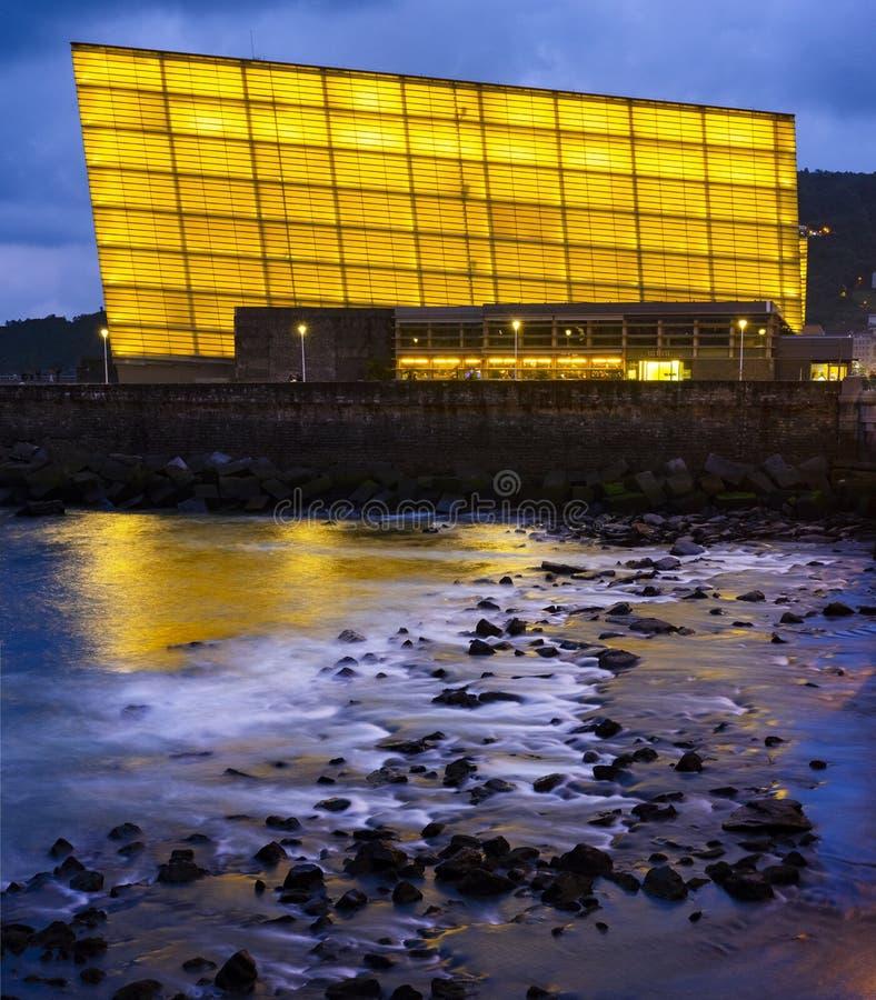 Vista de Sant Sebastian Centro y auditorio de congreso de Kursaal en donde se lleva a cabo el festival de cine de San Sebastián foto de archivo
