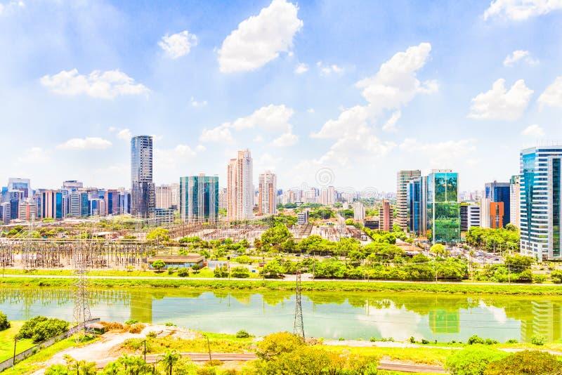 Vista de Sao Paulo e do rio foto de stock