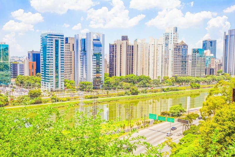 Vista de Sao Paulo e do rio fotos de stock royalty free
