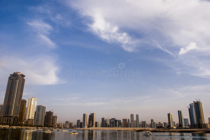 Vista de Sharjah, Emiratos Árabes Unidos foto de stock royalty free