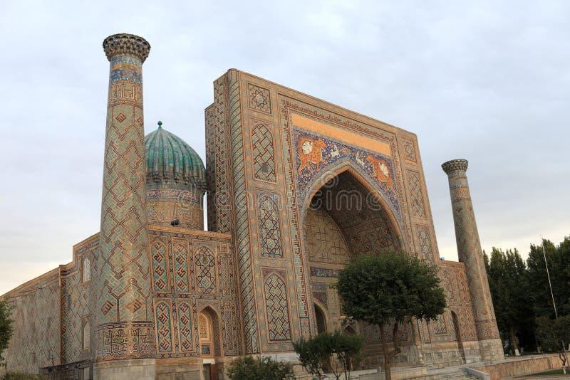 Vista de Sher Dor Madrasah imagens de stock royalty free