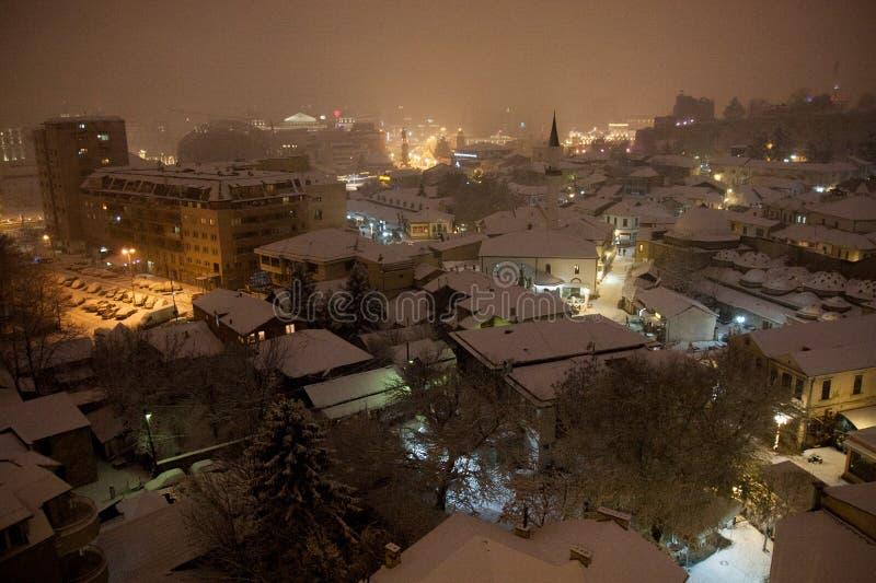 Vista de Skopje en la nieve imagen de archivo libre de regalías