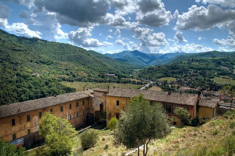 Download Vista de Spoleto. Úmbria. imagem de stock. Imagem de montanha - 16871883