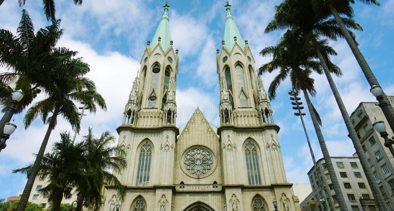 Vista de surpresa da catedral do SE em Sao Paulo, Brasil imagens de stock