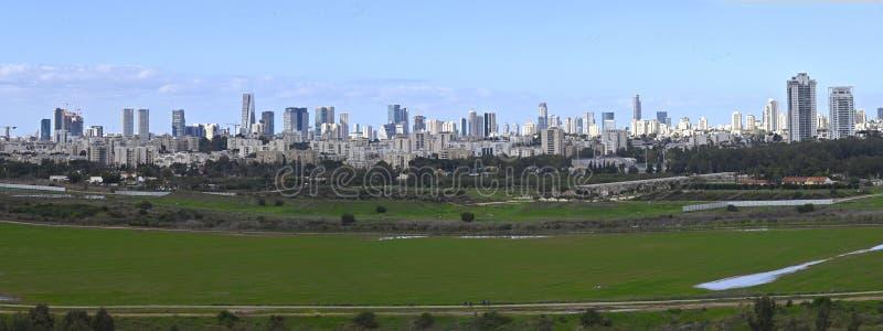 Vista de Tel Aviv desde Ariel Sharon Park fotos de archivo libres de regalías