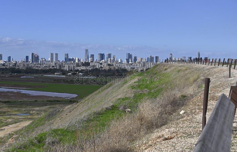 Vista de Tel Aviv desde Ariel Sharon Park fotografía de archivo