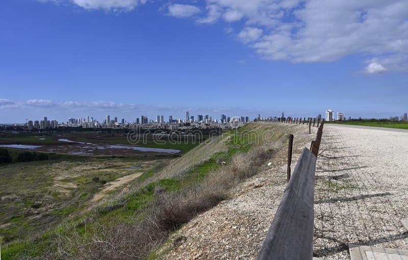 Vista de Tel Aviv desde Ariel Sharon Park imagenes de archivo