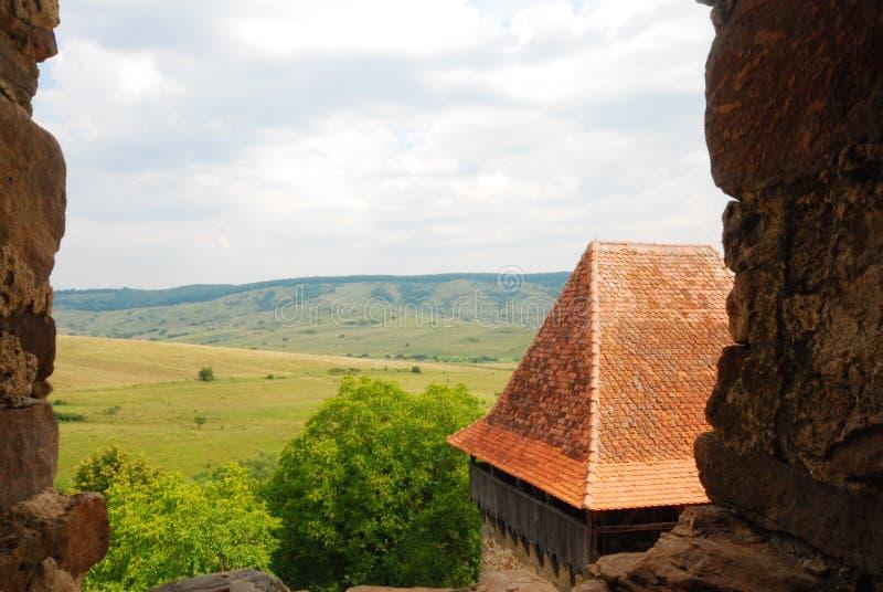 A vista de Viscri fortificou a igreja, a Transilvânia, Romania imagens de stock