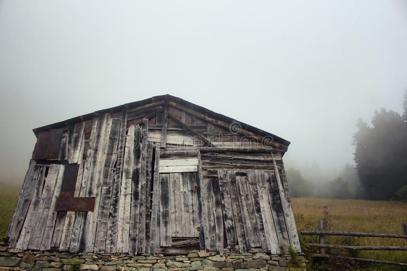 Vista de uma casa pequena, de madeira, tradicional imagem de stock royalty free