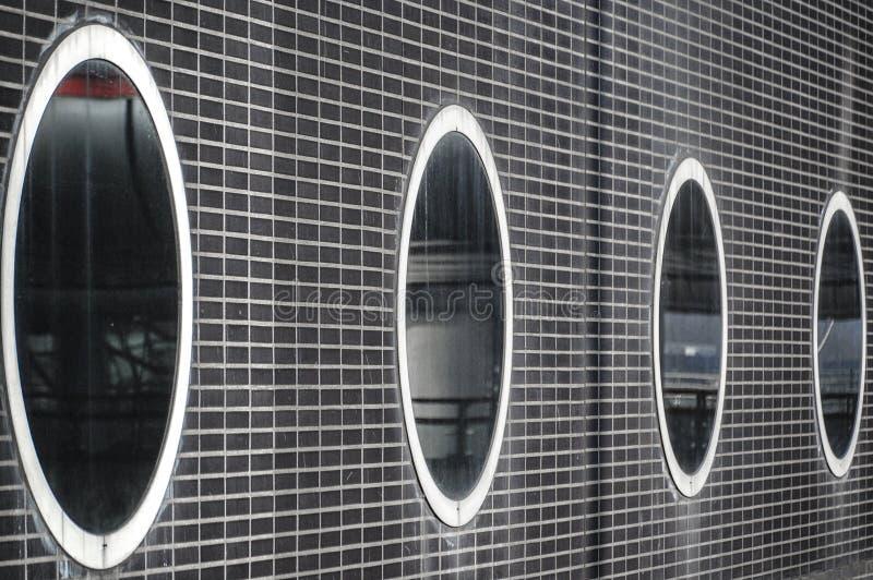 Vista de uma construção com janelas ovais imagens de stock royalty free