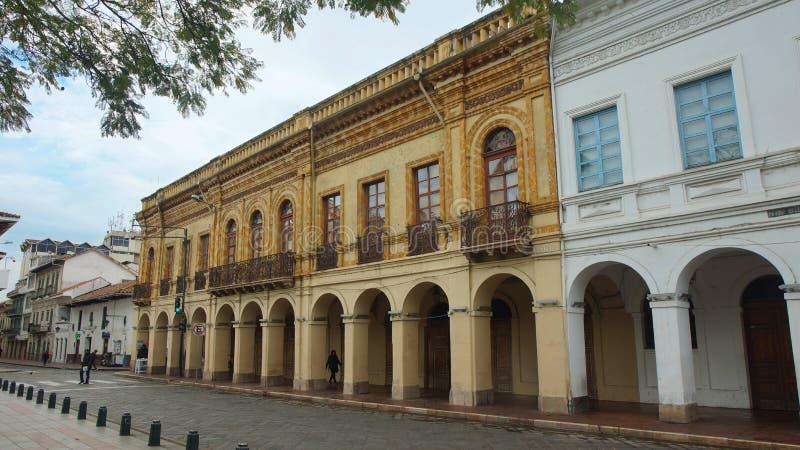 Vista de uma construção velha na rua Mariscal do sucre fotografia de stock royalty free