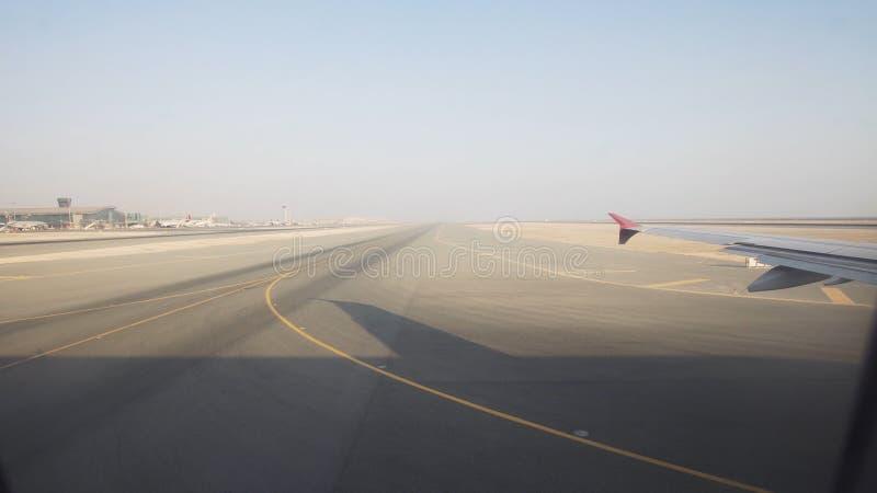 Vista de uma janela do avião imagem de stock royalty free
