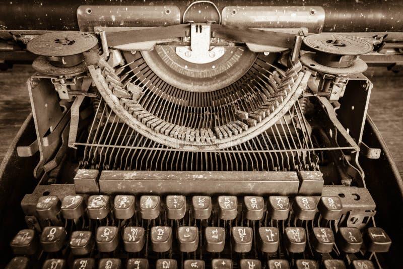 Vista de uma máquina de escrever manual antiga do Underwood fotografia de stock