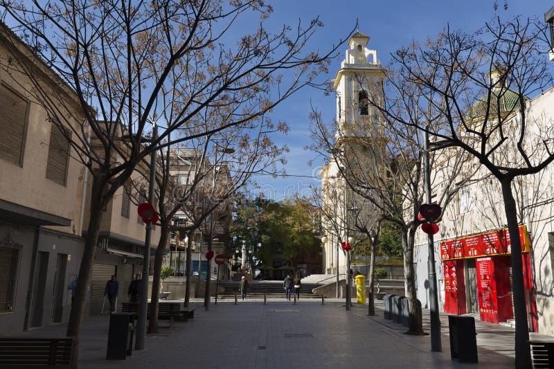 Vista de uma rua na municipalidade San Vicente del Raspeig imagens de stock