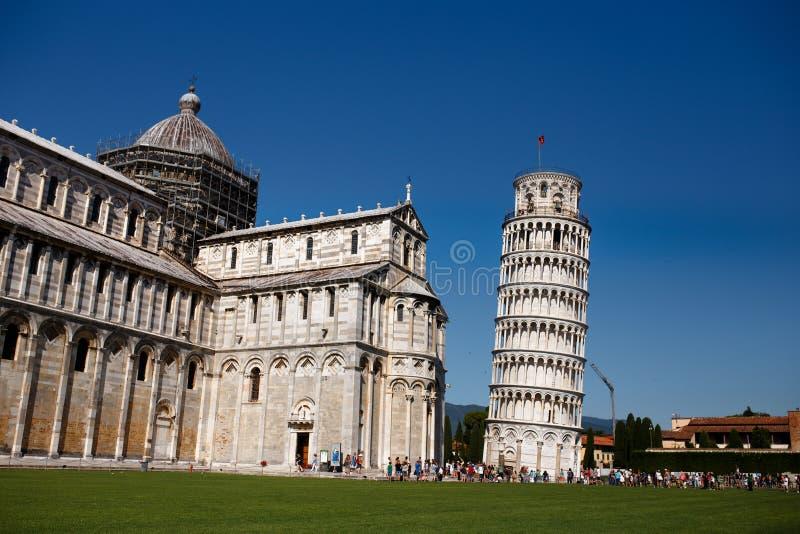 Vista de uma torre inclinada de Pisa, Itália Vista horizontal fotos de stock royalty free