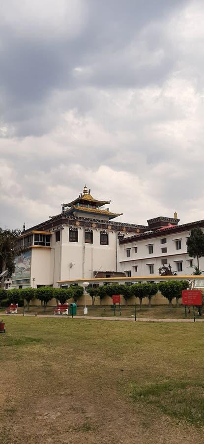 Vista de un monasterio en dehradun Uttarakhand India imagenes de archivo