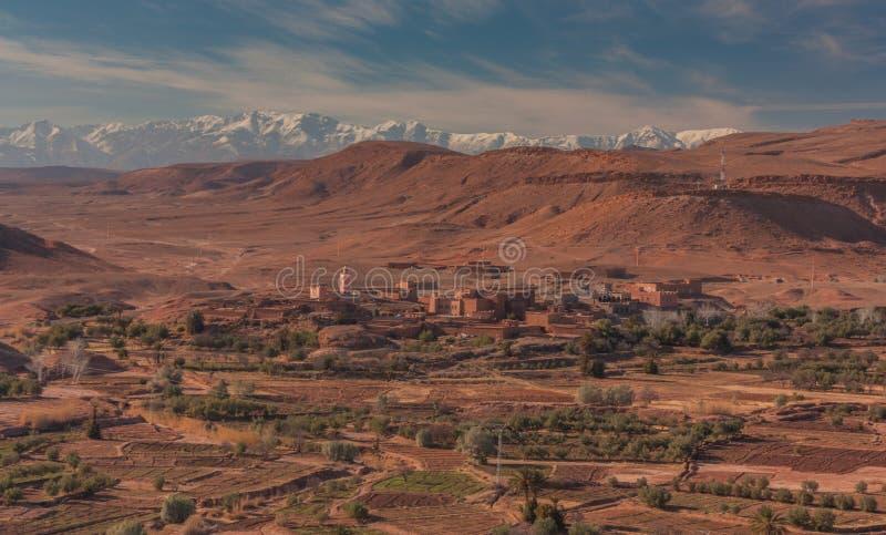 Vista de un pequeño pueblo imagen de archivo