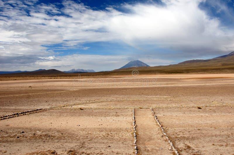 Vista de un volcán en los Andes - el Perú imagen de archivo