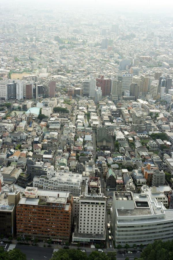 Vista de una ciudad contaminada moderna grande