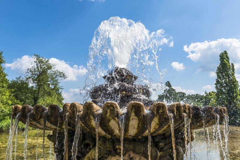 Download Vista De Una Fuente De Piedra Vieja En Hyde Park, Londres Imagen de archivo - Imagen de lujoso, fuente: 41903299