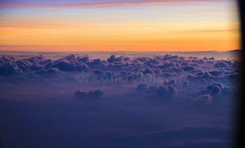 Vista de una salida del sol por completo del color imagen de archivo libre de regalías