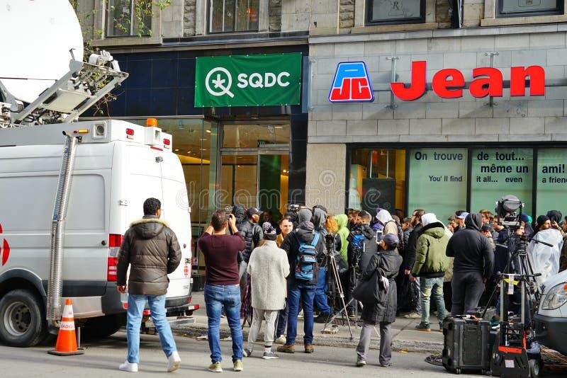 Vista de una tienda de SQDC en Montreal que vende el cáñamo legal imagen de archivo libre de regalías
