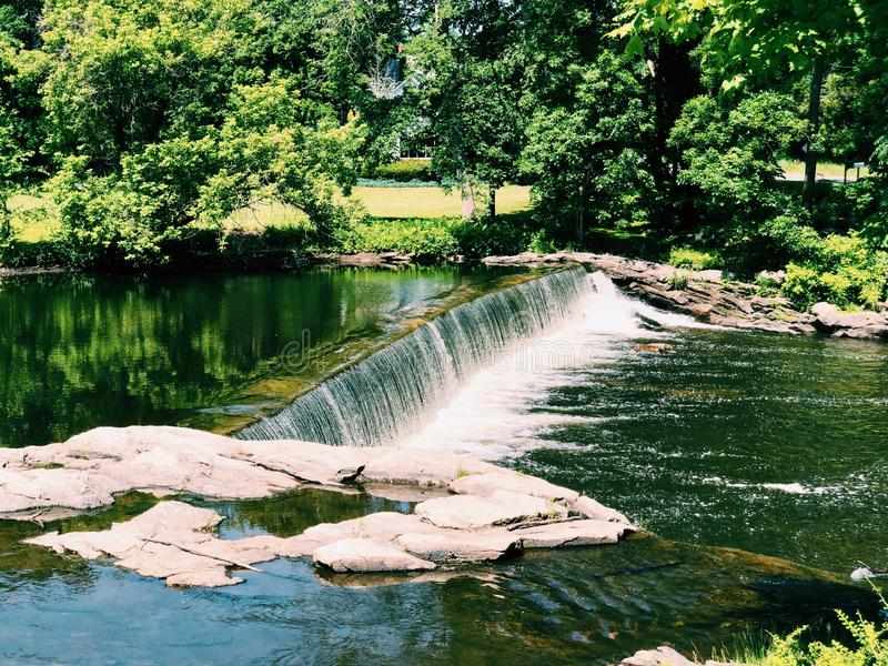 Vista de verão do rio Shepaug foto de stock