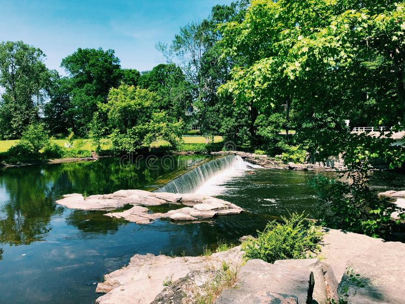 Vista de verão do rio Shepaug imagem de stock royalty free