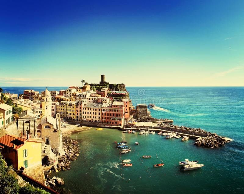 Vista de Vernazza, Liguria, Itália imagens de stock