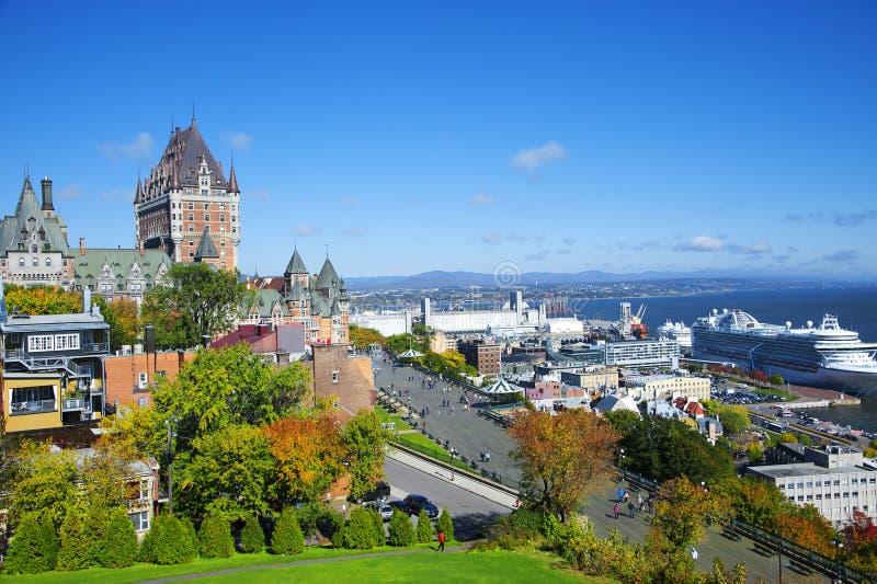 Vista de viejo Quebec y del castillo francés Frontenac, Quebec, Canadá foto de archivo libre de regalías