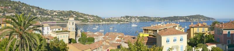 Vista de Villefranche-sur-Mer, Riviera francês, França imagens de stock