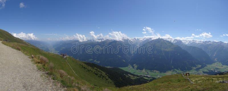 A vista de Wildkogel, Neukirchen, Hohen tauren, Zell am considera, Salz imagem de stock