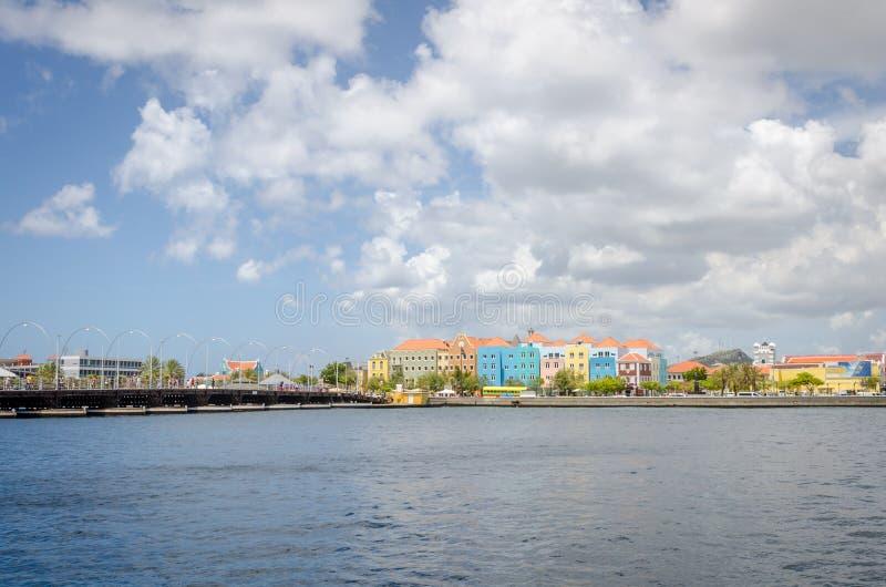 Vista de Willemstad en Curaçao con su arquitectura única imagen de archivo
