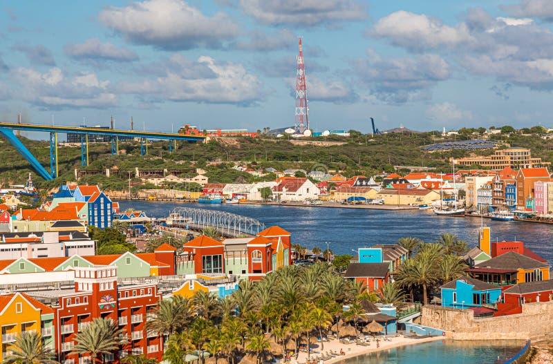 Vista de Willemstad en Curaçao fotografía de archivo