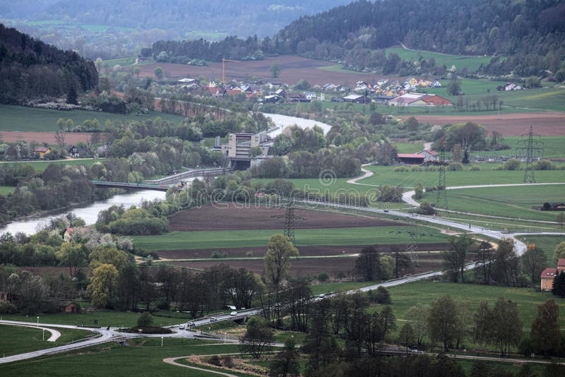 Vista de Wolfsberg perto de Dietfurt em Alemanha Ottmaring pode ser visto imagem de stock royalty free